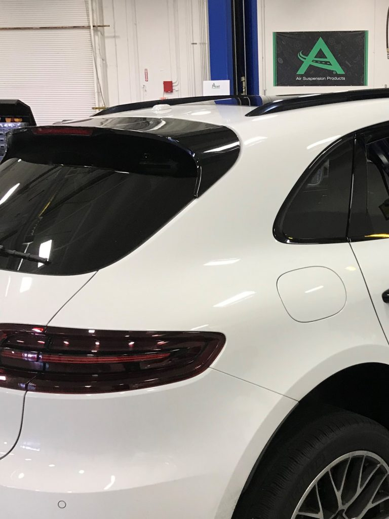 Arnott's new rear air springs, A-3327 (Rear Right) and A-3328 (Rear Left), for the 2015-2018 Porsche Macan with Auto Leveling (95B Chassis) feature a ContiTech OE-quality air sleeve, CNC machined aluminum top,